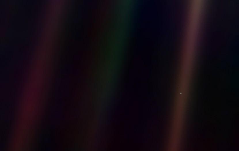 কার্ল সেগানের বিখ্যাত Pale Blue Dot স্পিচের অনুবাদ